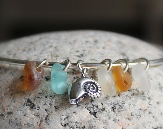 Little Nautilus sea glass bracelet in aqua, amber and white
