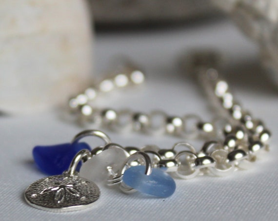 Little Sand Dollar sea glass bracelet in blue and white