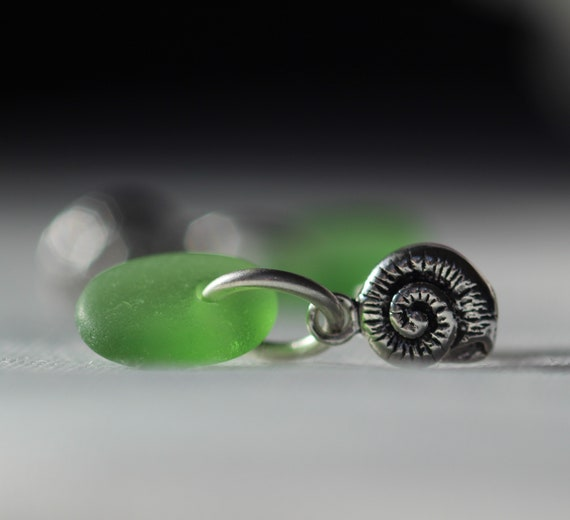 Little Nautilus sea glass earrings in true green