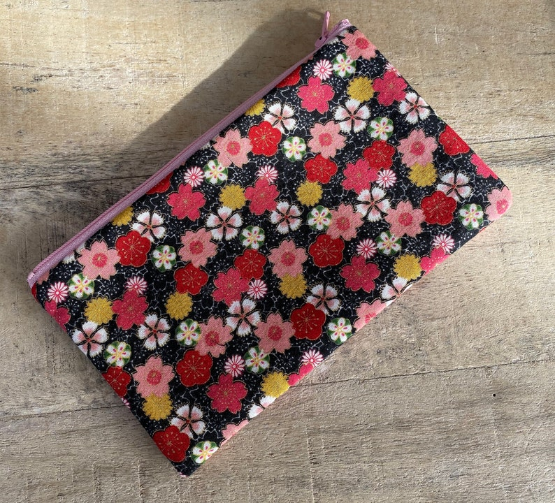 small cell phone change purse candy flowers image 0