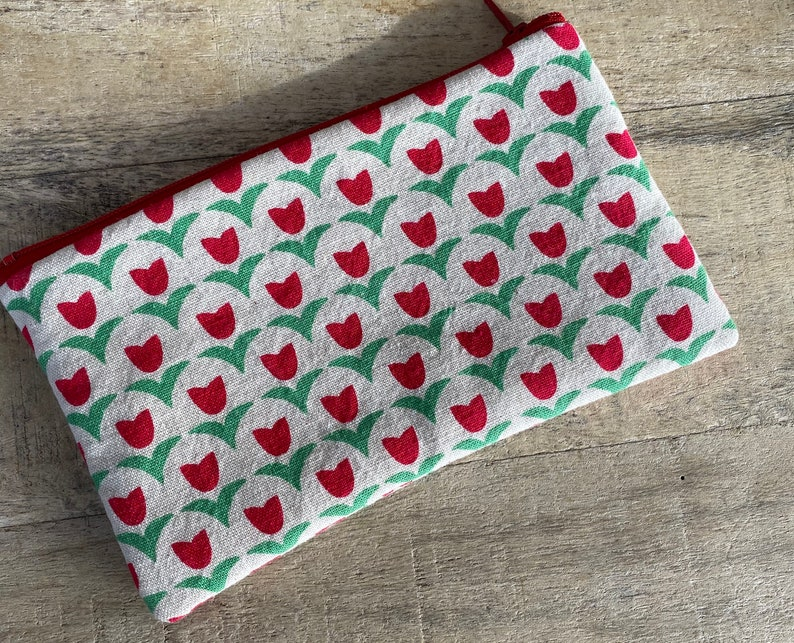 small cell phone change purse tulips image 0