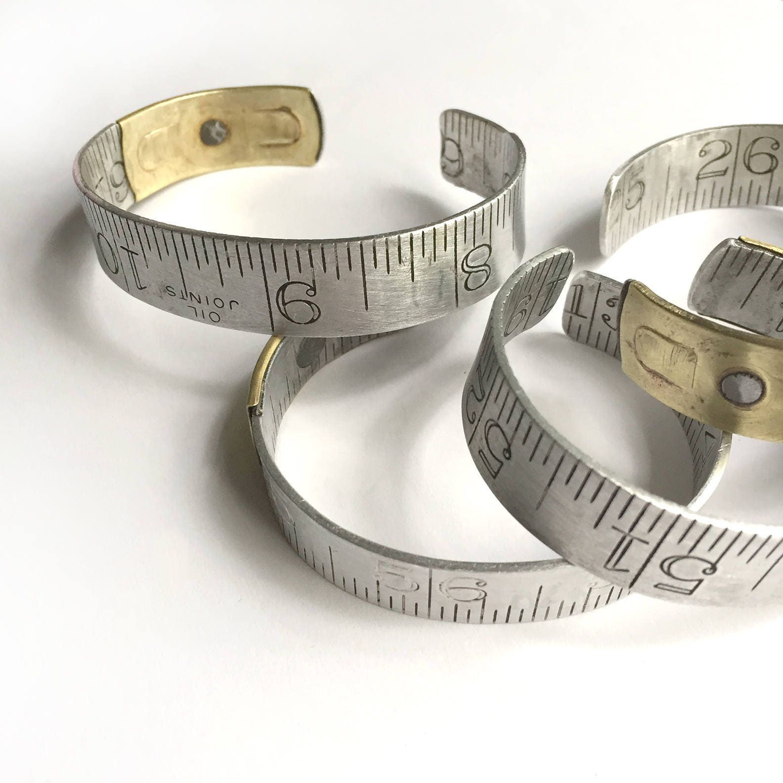 de taille moyenne r gle bracelet vintage en aluminium. Black Bedroom Furniture Sets. Home Design Ideas