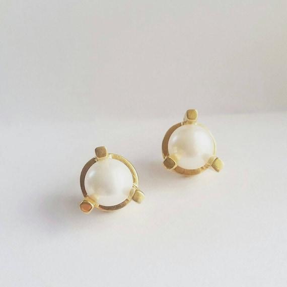 Minimalist Gold Large Prong Stud Earrings Gold Pearl Stud Etsy
