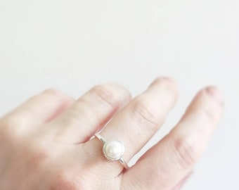 Minimalist freshwater pearl solitaire ring. Bezel set pearl ring. Statement pearl ring. Pearl engagement ring. Natural Pearl wedding ring.