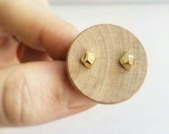 14K Gold Pebble stud earrings. Faceted Pebble Stud Earrings in 14K Gold. Gold pebble earrings.  Solid 10K 14K or 18K Gold Stud earrings.