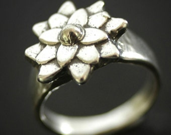 Mini Mum Flower Ring in Sterling Silver