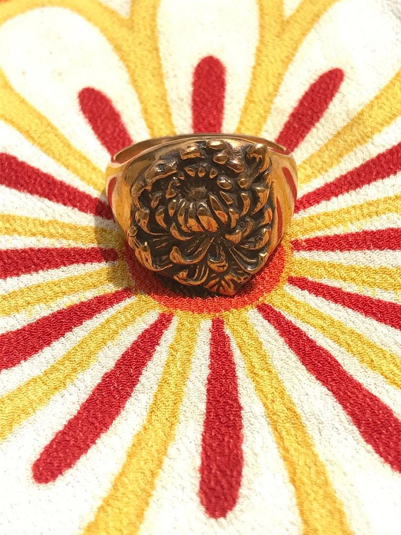 Asian Mum Signet Flower Ring image 0