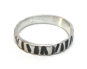 Thin Zebra Print Ring With Black/Grey Detail
