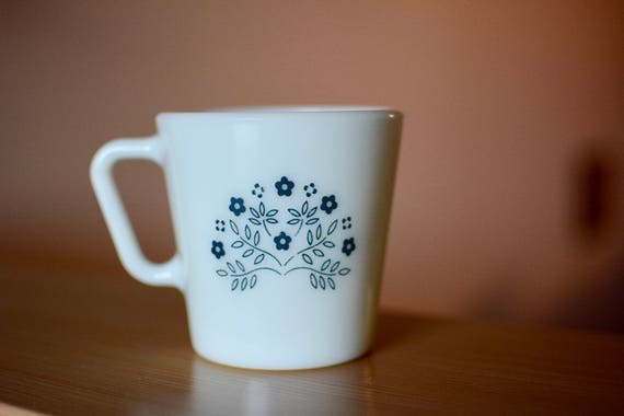 Impressions d'été Pyrex vintage des années 1970 une tasse de café