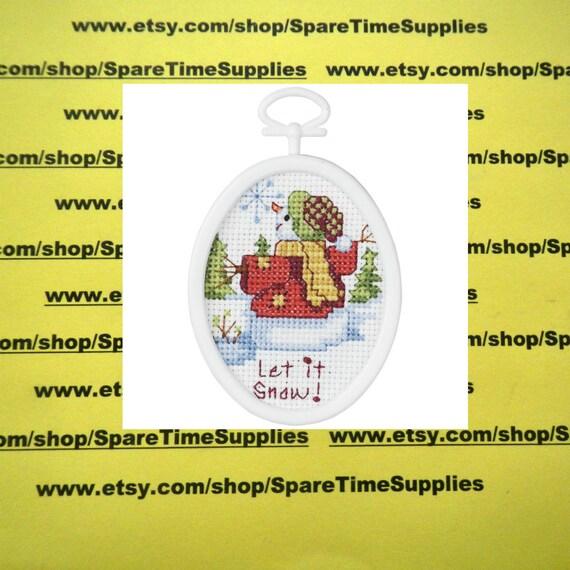 """Love Bug  Mini Cross Stitch Kit  2.5/"""" Round  From Janlynn"""