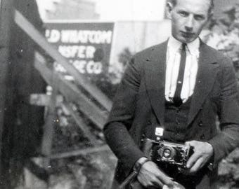 vintage photo Young Photo Journalist CAp in Hand Fold Out Camera Duelling Photographers