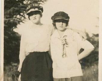 vintage photo 1917 Teenage Girls Jeff Caps Oregon Gals Affectionate