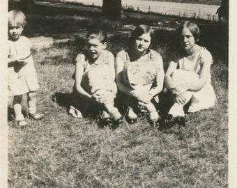 """Vintage photo 1926-27 Auburn Nebraska Flapper ERa Teen Girls At Home"""" Cross Ankles"""