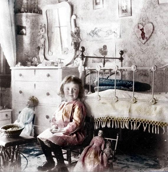 photo Vintage petite fille chambre victorienne photo impression folk art  poupées de petites filles décoration maison