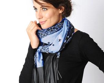 b9758aef4c46 Echarpe longue, étoiles et dentelle, franges cuir, vert kaki et bleu clair,  Accessoires femme, MALAM