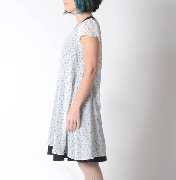 Robe tunique transparente blanche et bleue fleurie à
