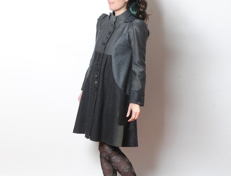 joli design trouver le travail 2019 meilleures ventes Manteau femme original en patchwork de lainages gris foncé, forme trapèze,  à capuche ronde, MALAM, T36