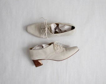 chalky white oxfords / size 8.5 9 oxfords / leather oxfords