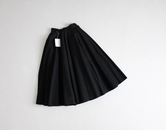 black circle skirt | 1950s circle skirt | stiffene
