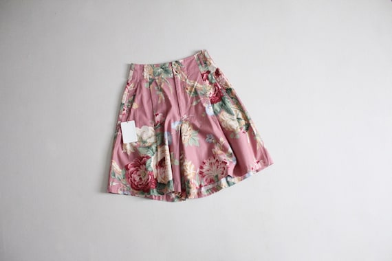 pink floral shorts | pleated floral shorts | full