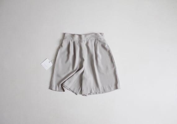 cement tap shorts | flouncy shorts | beige tap sho