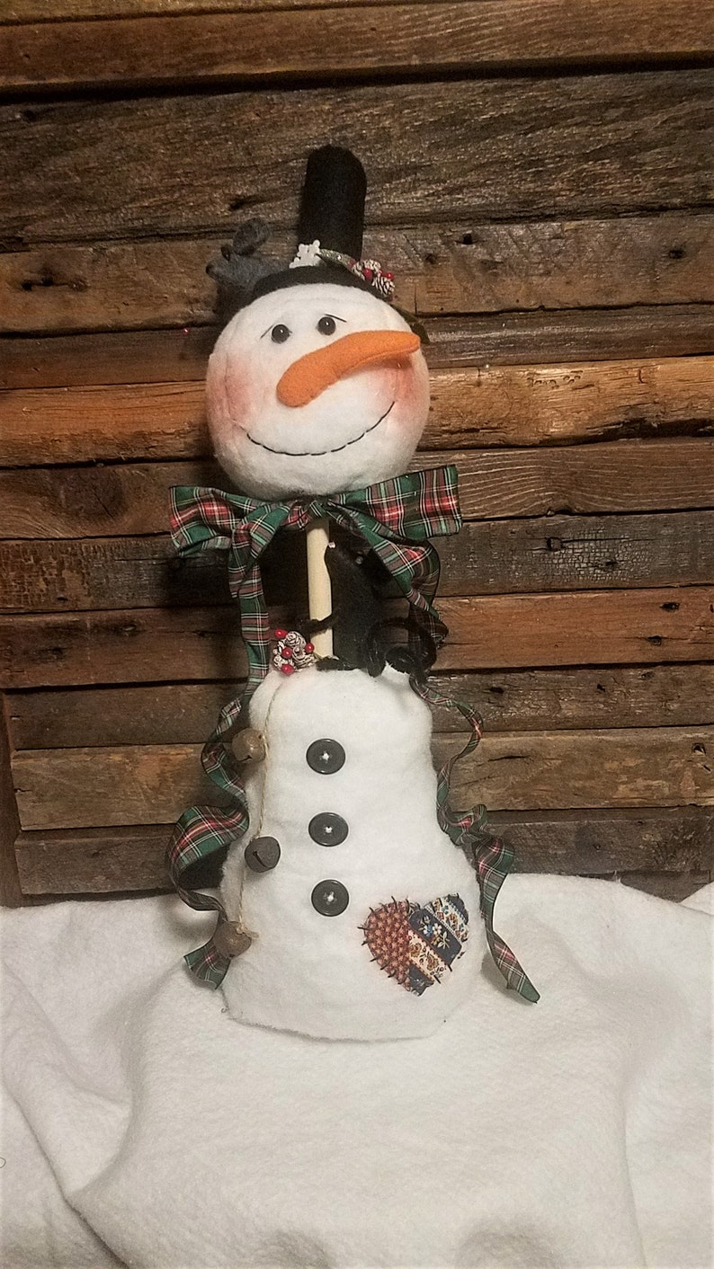 PRIMITIVE SNOWMAN WITH MICE