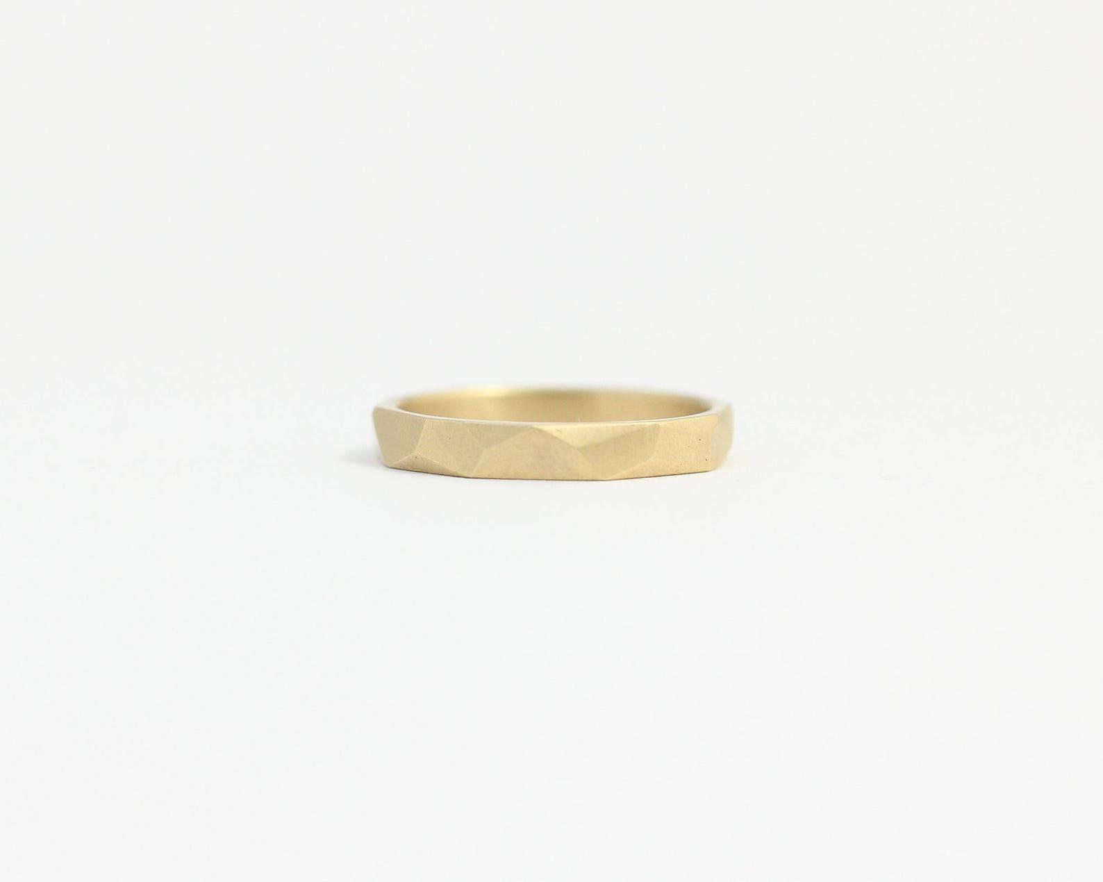 Ehering gold mit Muster