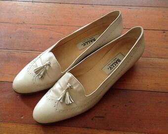 Vintage 1990s Bally Cream Tassel Tuxedo Loafer shoes size 9 Narrow