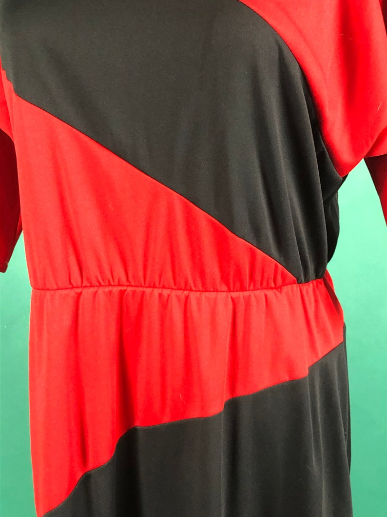 Vintage 1970s 70s Red and Black Oversized Diagonal Line Quarter Batwing Sleeve Cinched Waist Full Dress size ML