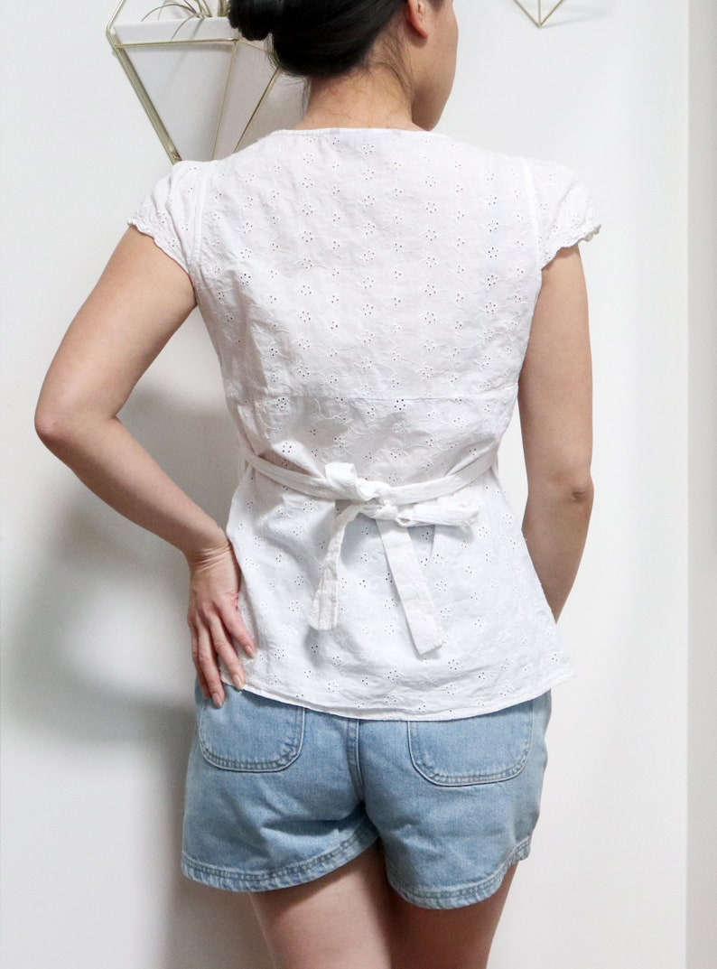 Waist Tie Romantic Style Women/'s Small Short Sleeve Peasant Top Vintage Y2K White Eyelet Blouse w Empire Waist Silhouette