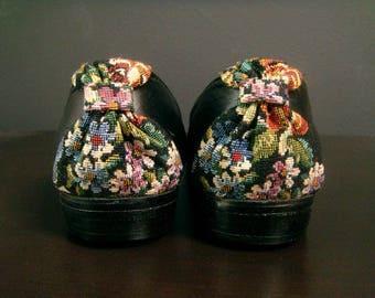 Vintage Black Floral Needlepoint Flats, Women's Size 6, Faux Black Leather, Vegan Leather Flats, Floral Ballet Flats, Retro Flower Print
