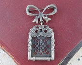 Vintage Pewter Photo Frame Bow Brooch, Photo Locket Jewellery, Picture Frame Pin