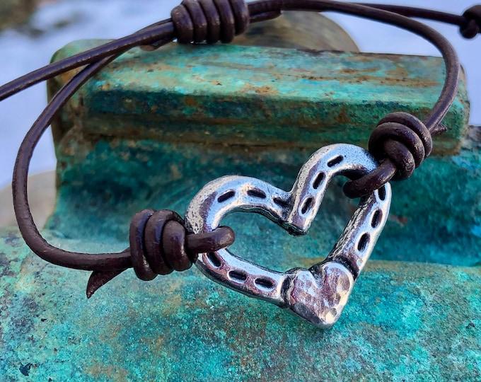 Adjustable Heart and Horse Shoes Bracelet, Brown or Black