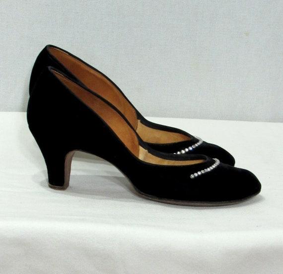 1940's Shoes.- 40s  Embellished Black Velvet Pumps
