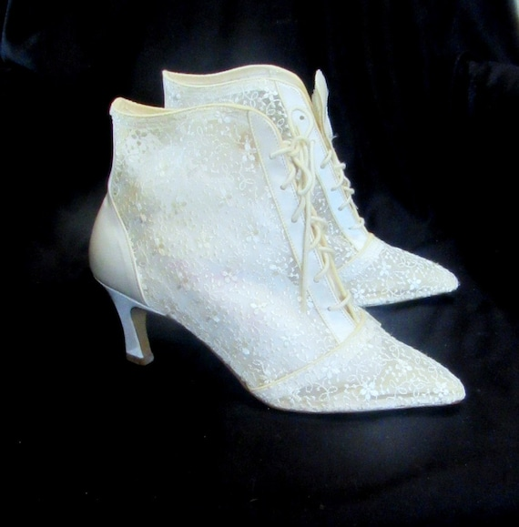 White Lace Shoes  Vintage 80s Wedding Boots Shoes/