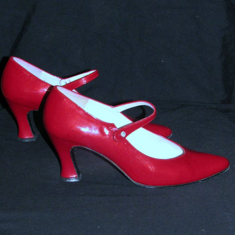 818380f5580e2 Womens Mary Janes Shoes Sz.6.5 Red Patent Leather Heeled Pumps   Etsy