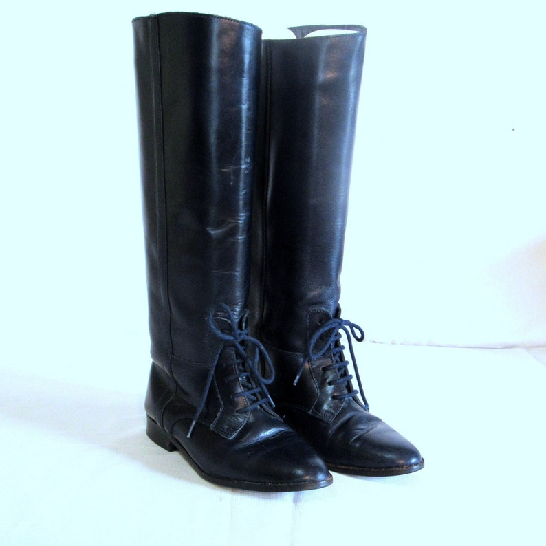 52342ed008e57 Sz 6 Vintage Tall Blue Genuine Leather 1980s Womens Lace Up Flat Riding  Boots.