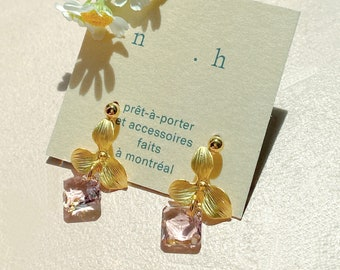 Dainty Cute Earring Mother Amethyst Swarovski Millennial Purple Stud Earrings With Charm Gold Flower Earrings Bridal Earrings Gift for her