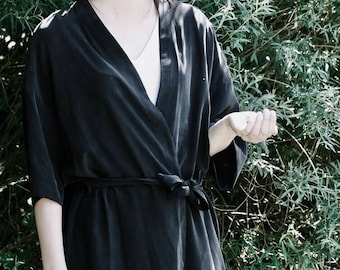 Black Crepe Silk Dress Kimono. Japanese Inspirer Women's Kimono. Holiday, Cocktail Bridesmaid Robe. Fall Fashion. Olivia FW17