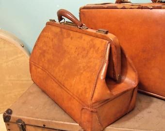 Vintage Leather Doctor Case Primitive travel display nice patina  L073518pdx