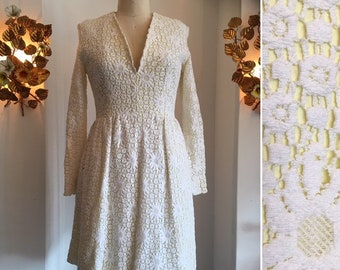 5e80313a708 60s crochet dress