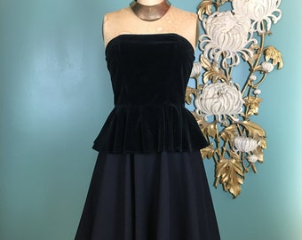 vintage bustier, strapless top, 1970s peplum top, size small, pin up style, 32 bust, black velvet bustier, fit and flare, sexy top, cocktail