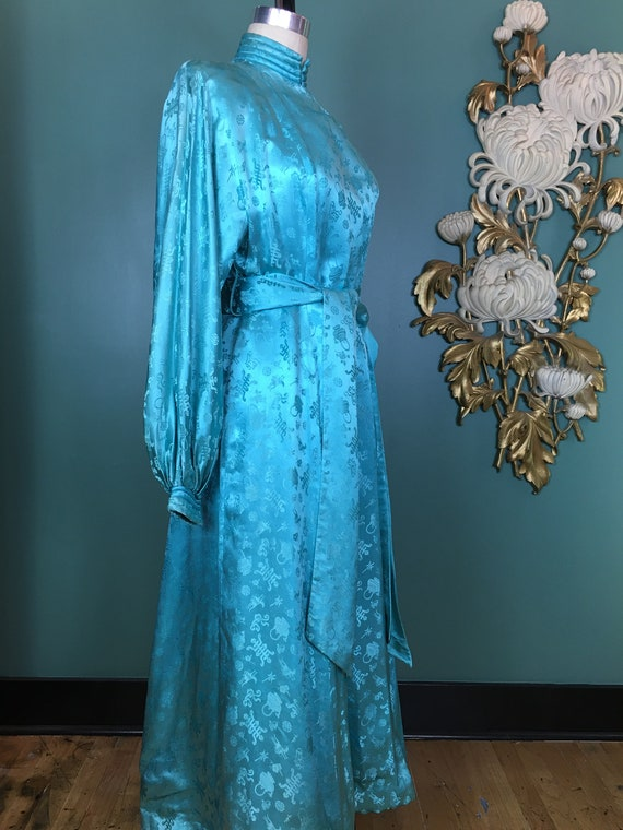 Ginger Rogers. 1940s Vintage Tula Ladies/' Fortuny-like and French Lace Dressing Gown Hello