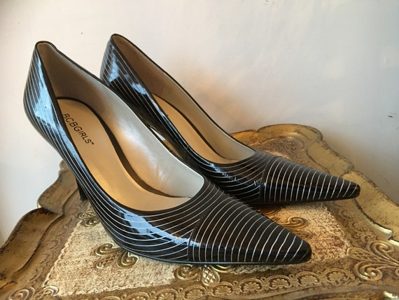 1990s black heels, patent leather shoes. pin strip