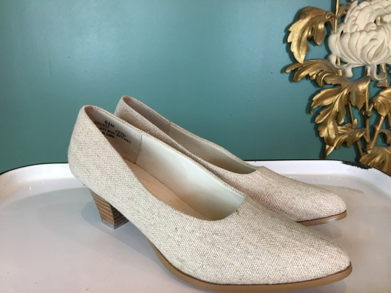 size 6 12 vintage shoes woven fabric shoes pointed toe wood heel shoes 1980s linen shoes its happening minimalist style beige heels