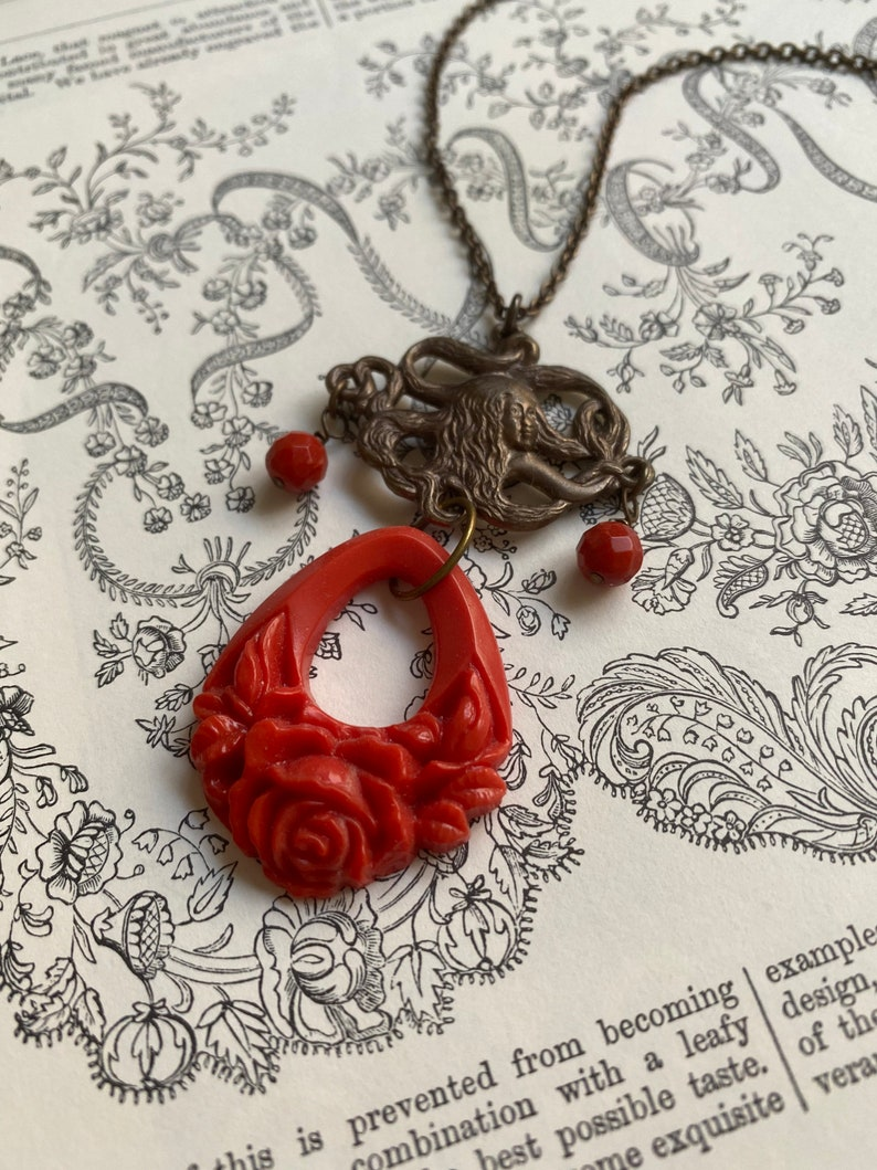 Vintage Flower Necklace Vintage Floral Pendant Coral Beads