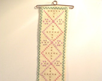 Wallhanging  counted crossstitch pink green