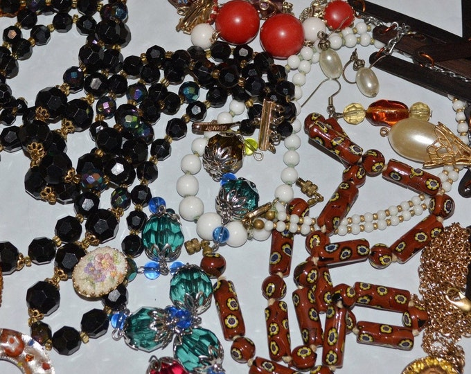 Nexklaces and beads jewelry lot with broken jewelry