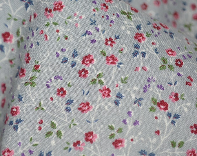 Grey calico floral fabric, Tiny floral quilting cotton Cranston VIP print