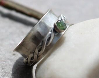Sterling Siver Demantoid Garnet Spinner Ring Wide Band Ring US Size 7.75